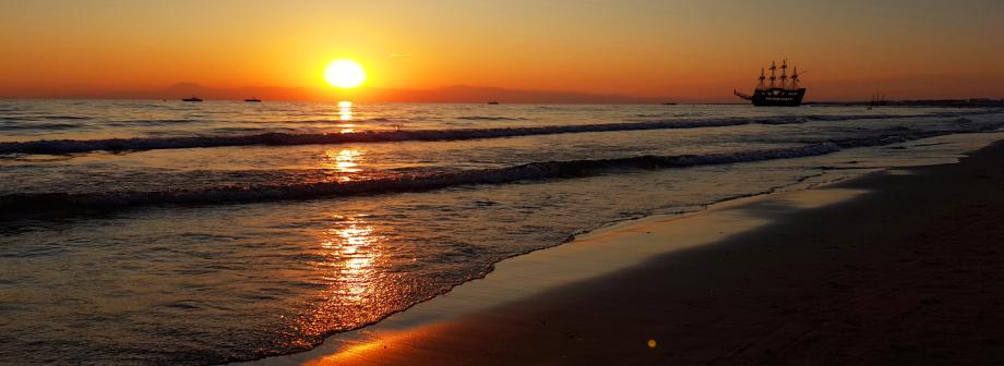 Barut Acanthus & Cennet – Sonnenuntergang am Strand