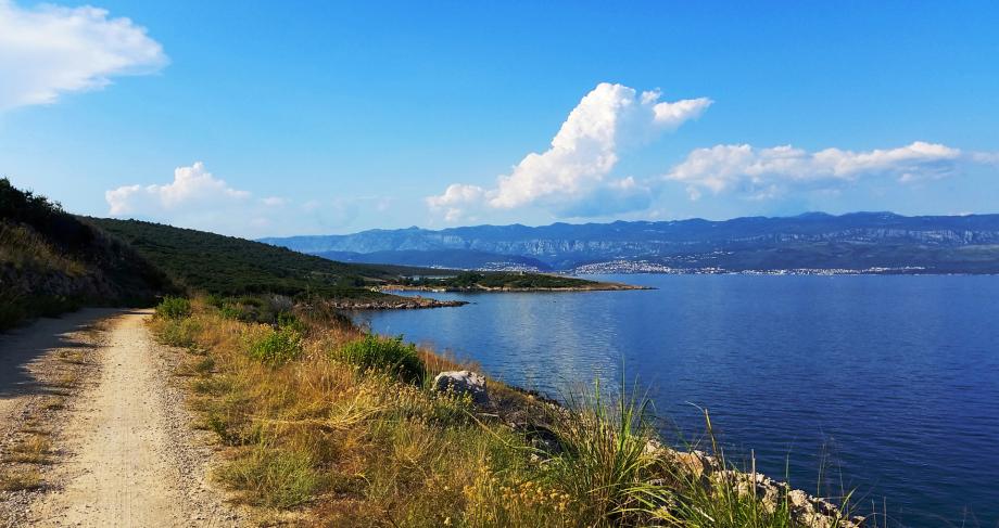 Von Punat über Vrbnik nach Risika, entlang der Küste