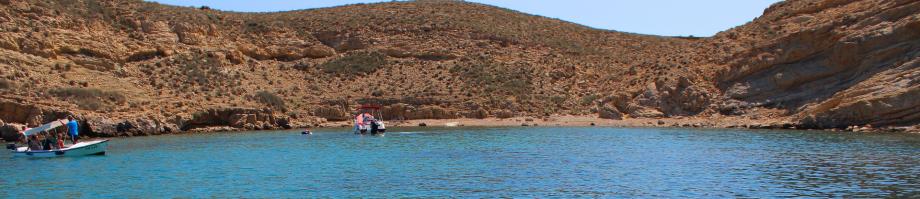 felsige Buchten  - nur mit dem Boot erreichbar