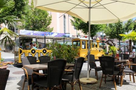 Goldene Straßenbahn - für eine Rundfahrt durch die Stadt