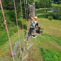 Klettern im kleinen Kletterpark von Lipno